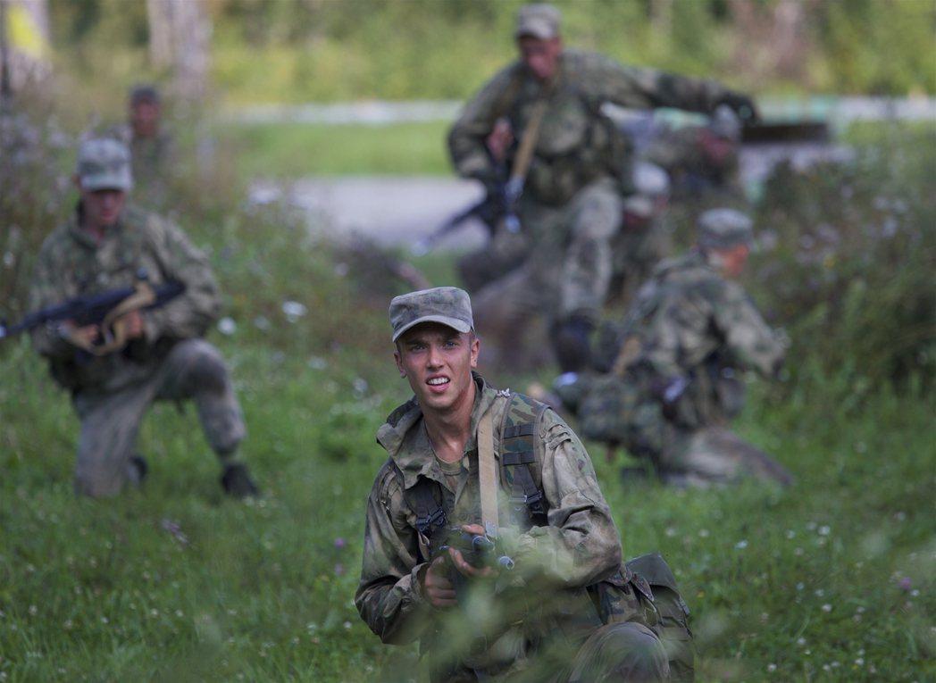 俄國陸軍8月2日在新西伯利亞城外舉行演習。 美聯社