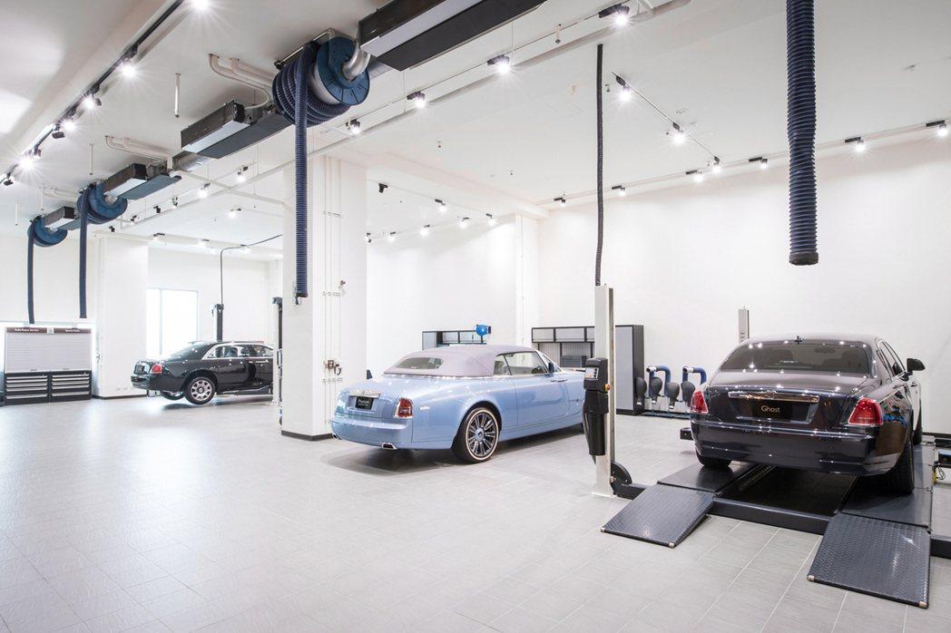 勞斯萊斯汽車的全新維修服務中心占地超過250坪,設施完備且寬敞明亮,設有全室空調及廠內廢氣處理設備。圖/盛惟提供
