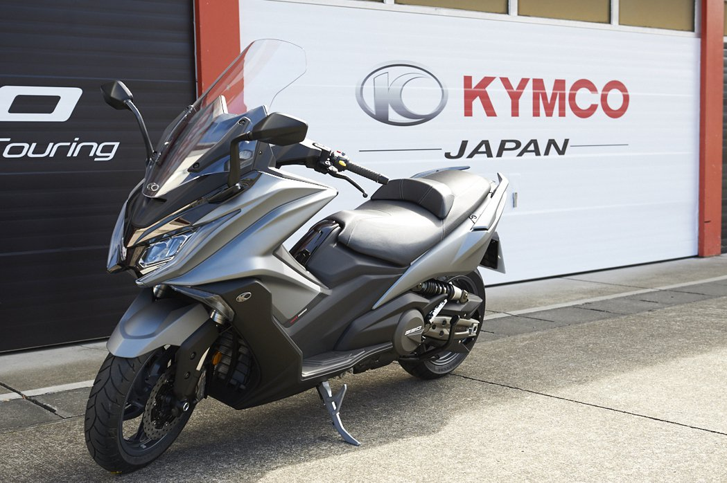 KYMCO今日正式於日本推出 AK 550,AK 550是KYMCO首款搭載全球獨家Noodoe車聯網之車款。圖/KYMCO提供