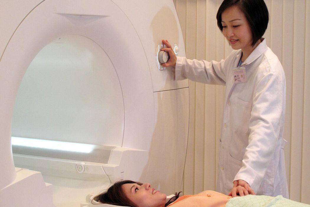 高雄榮總引進全新的全景 3T 磁振造影儀,其最大的特色是加大的檢查孔徑,及更寬敞...