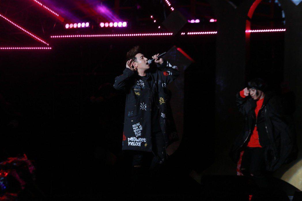 潘瑋柏2日在台北信義區開唱。圖/華納音樂提供