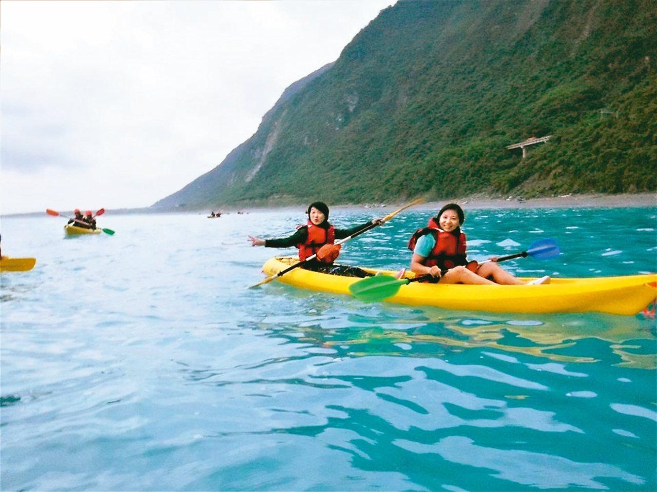 花蓮海上獨木舟刺激也考驗體力,近年相當風行,深受年輕族群喜愛。 圖/船說獨木舟提...
