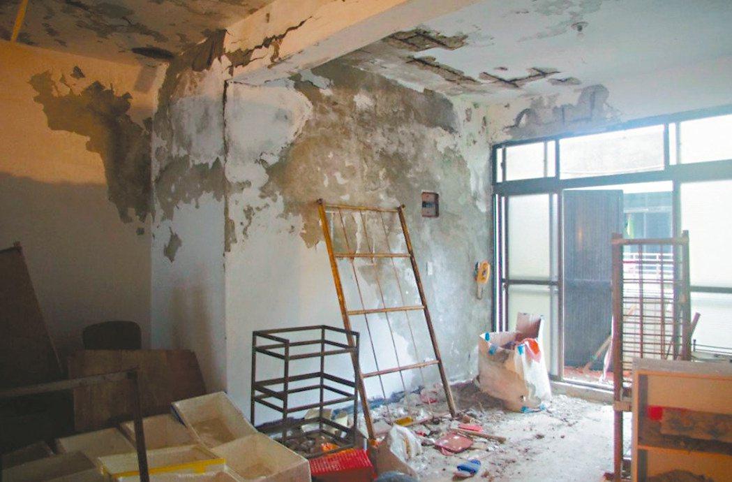 房屋受到重大災害,可減免房屋稅。圖為淡水海砂屋。 圖/本報資料照片