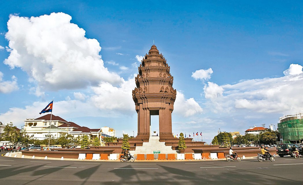 看好柬埔寨年年高經濟成長的投資潛力,近年來外資持續湧進首都金邊設置商辦據點,金邊...