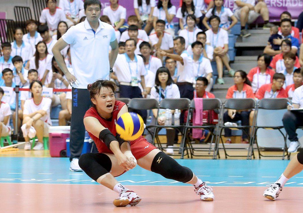 2017世大運中華女排楊孟樺準決賽對戰日本隊。記者余承翰/攝影 余承翰