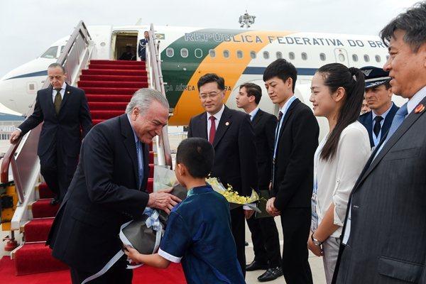 巴西總統特梅爾抵達廈門,出席金磚國家領袖峰會。 (新華網)