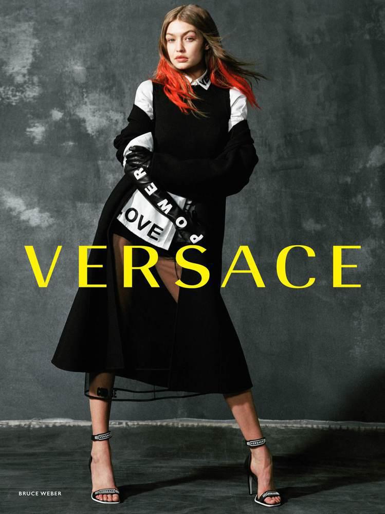 名模吉吉哈蒂德穿的也是蔡依林身上的這套服裝。圖/Versace提供