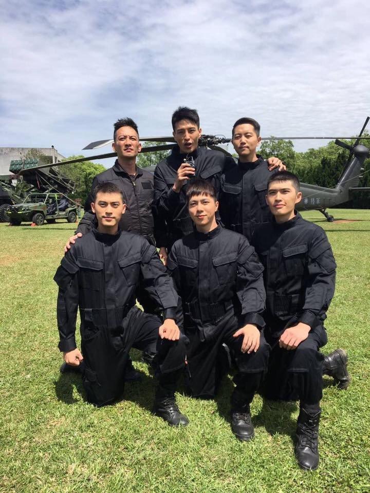 古貿瑜(前排中)在「最好的選擇」中飾演憲兵軍官。圖/Mark提供