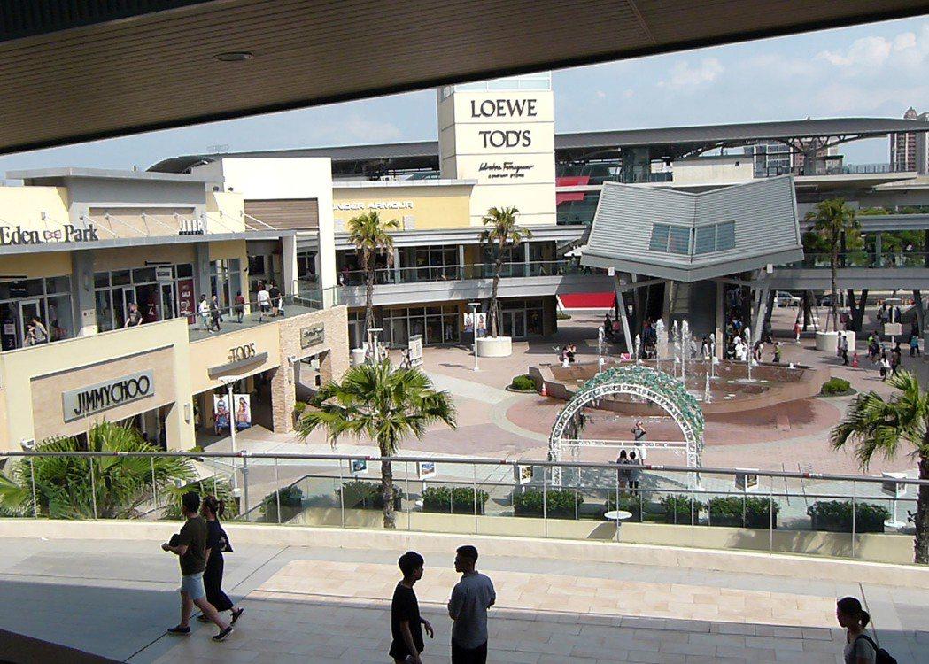 桃園市人口正成長,吸引購物中心、影城進駐吸客。 記者鄭國樑/攝影