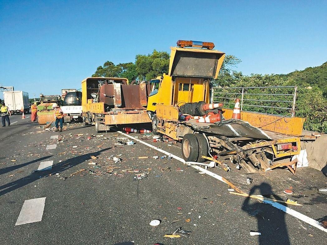 國道施工屢見施工人員遭追撞。本報資料照片