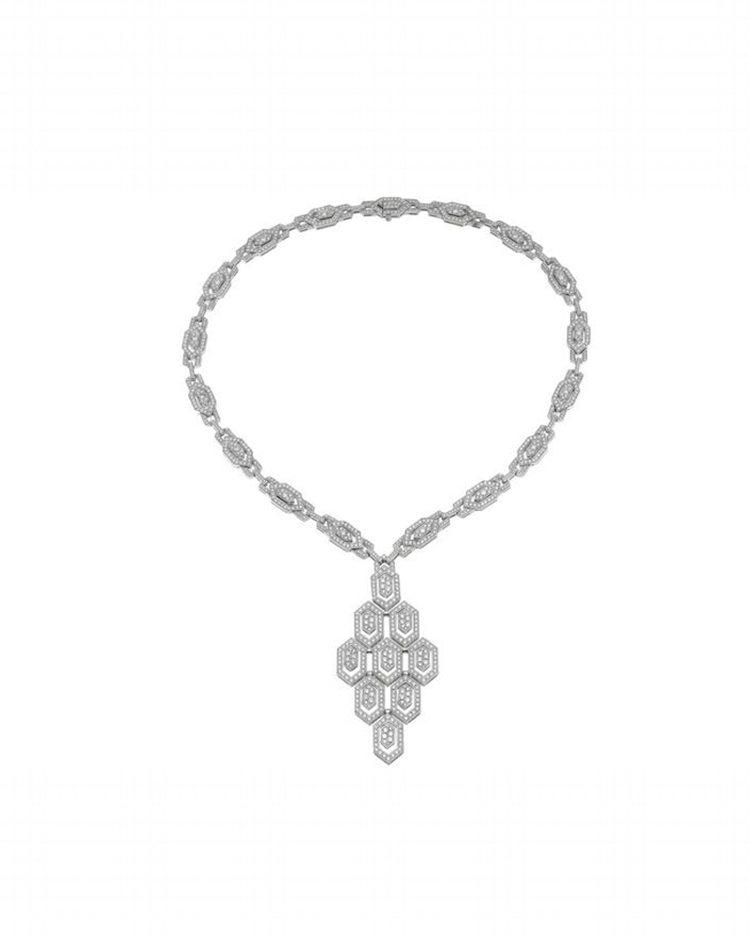BVGALRI Serpenti系列白金鑽石項鍊,參考價格約新台幣2,72萬4,...