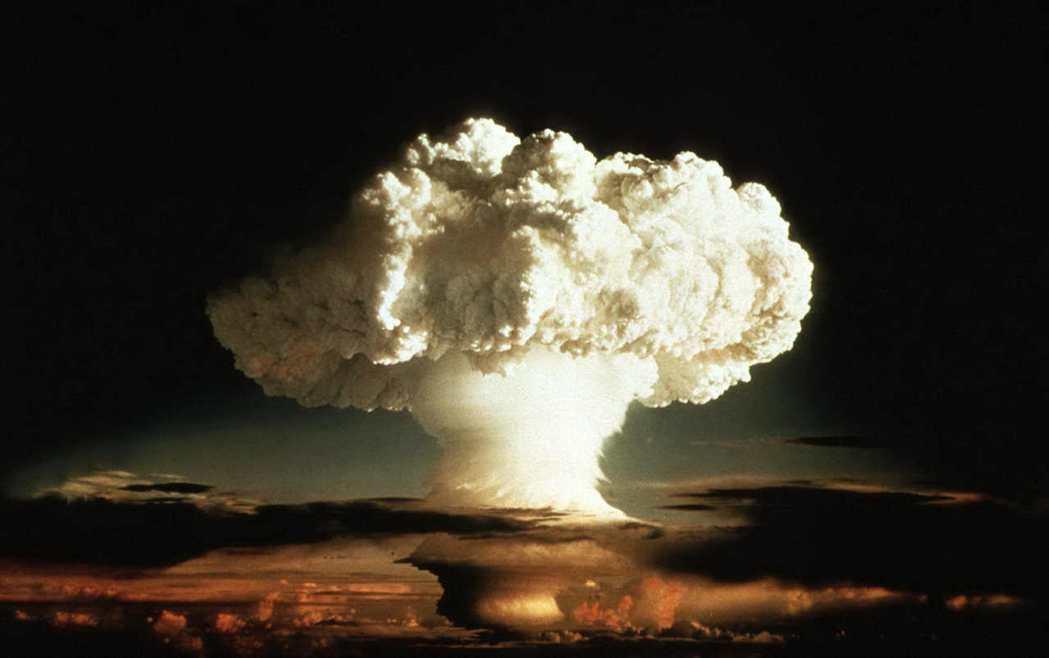 美國1952年在太平洋進行首次氫彈試爆產生的蕈狀雲。 路透