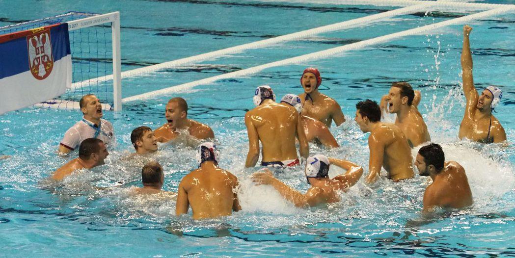 世大運男子水球賽,塞爾維亞隊奪金後歡慶。 世大運組委會/提供