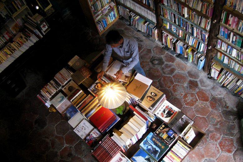 獨立書店在巷弄間落腳,培養周邊讀者,扮演地方文化催化劑的角色,來深耕地方文化。 ...