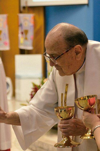 來自西班牙的賴甘霖神父,決定跟隨天主,一生服務大眾,接受長達十六年的會士養成訓練...