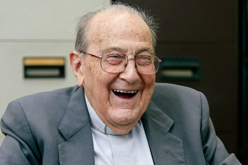 投身醫學教育高齡101歲的西班牙神父賴甘霖