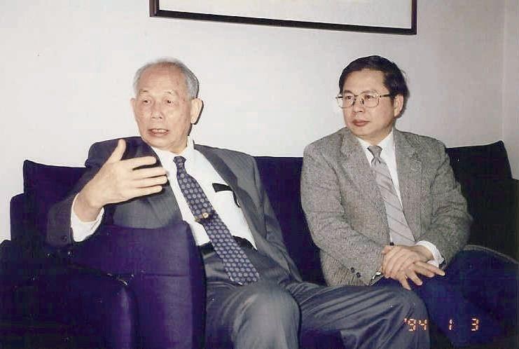 肝基會董事長許金川(右)和創會董事長宋瑞樓教授。
