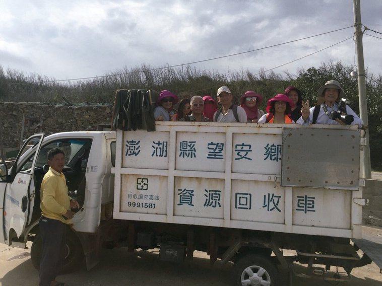 肝基會團隊到澎湖離島為居民保肝,鄉長調度全島唯一車輛協助載運人員和儀器。