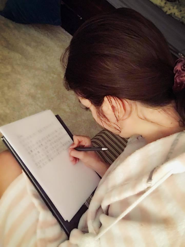 瑞莎在女兒將滿一歲時寫信給她。圖/摘自臉書