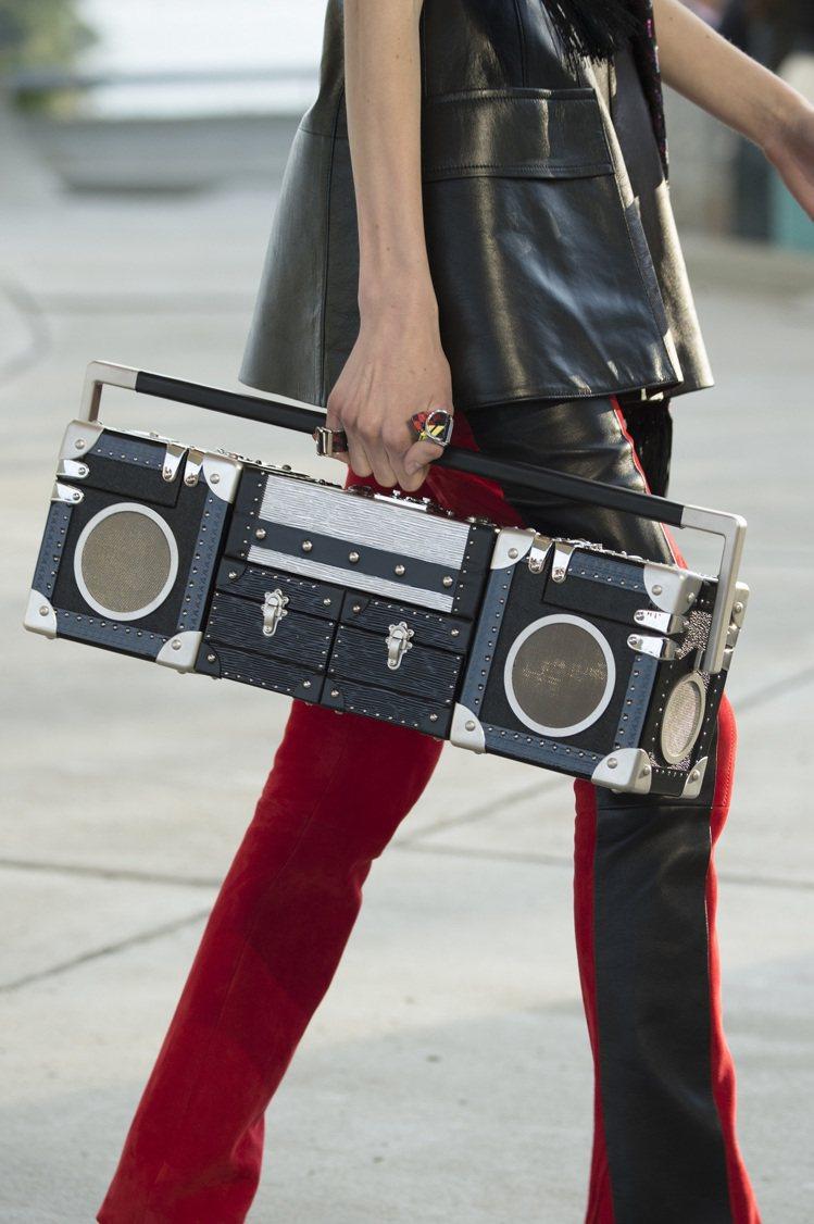Louis Vuitton硬箱專賣店Boombox音響造型硬箱,價格店洽。圖/麗...