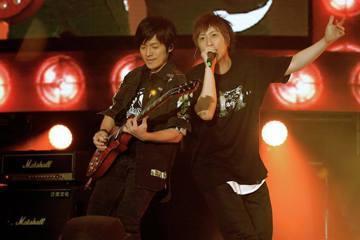 五月天主唱阿信的潮牌STAYREAL 10周年演唱會3日率先在上海開唱,怪獸現身給觀眾驚喜,獸信一見面垃圾話停不了,阿信催生「小怪獸」,還比出「小朋友」的身高,讓怪獸當場變臉。 阿信、八三夭阿璞與鼓...