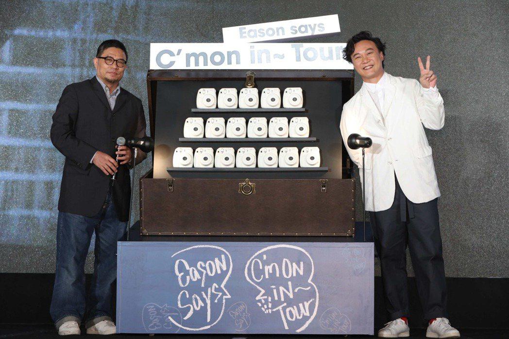 陳奕迅宣布北高新歌演唱會,左為環球大中華區總裁暨執行長張松輝。圖/環球提供