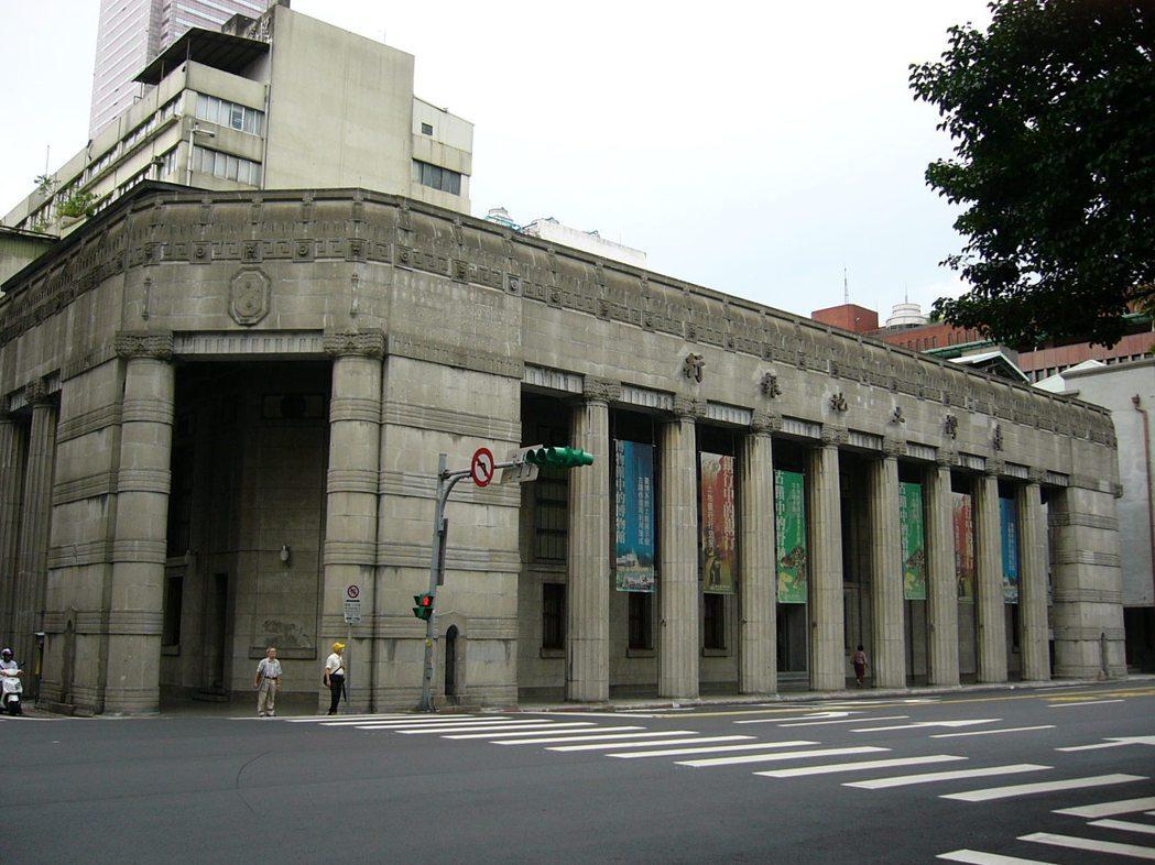 土地銀行配合政府推動危險及老舊建築物加速重建政策,協助借款人取得重建所需資金,以...