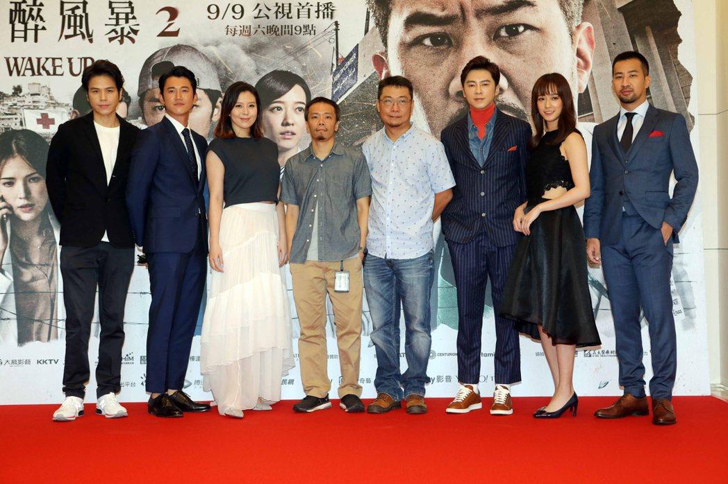 電視劇「麻醉風暴2」5日在台北舉行首映記者會,演員隆宸翰(左起)、吳慷仁、劉品言