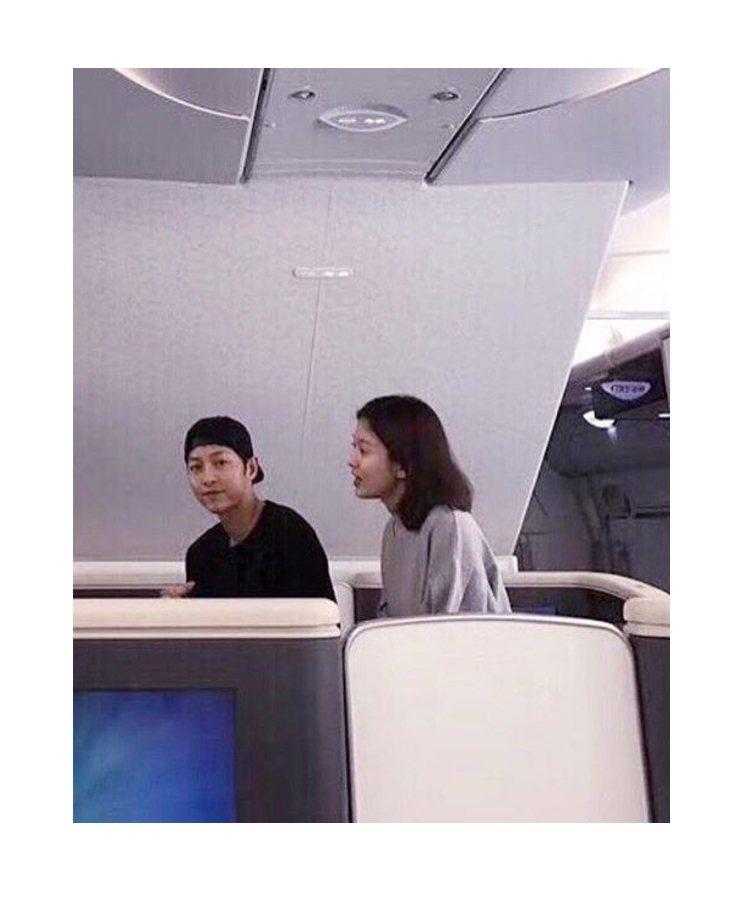 宋慧喬、宋仲基因私人行程日前搭機前往美國洛杉磯。圖/擷自instagram