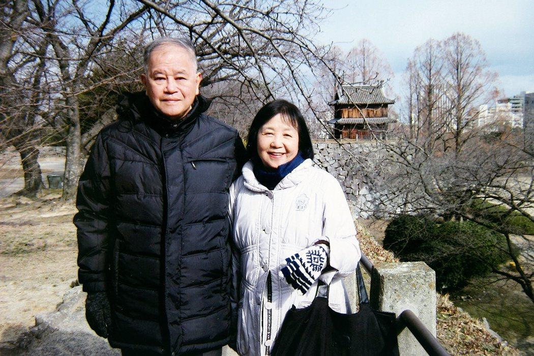 林媽利(右)與先生郭惠二結縭廿餘年。郭惠二是第六屆醫療奉獻獎得主,林媽利獲獎後,...