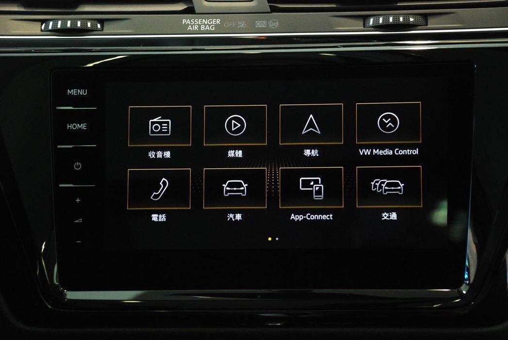 Discover Pro 9.2吋多媒體觸控音響主機。記者林昱丞/攝影