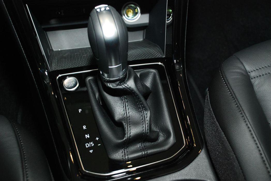 汽油引擎採用七速DSG雙離合器自手排變速箱,柴油引擎採用六速DSG雙離合器自手排...