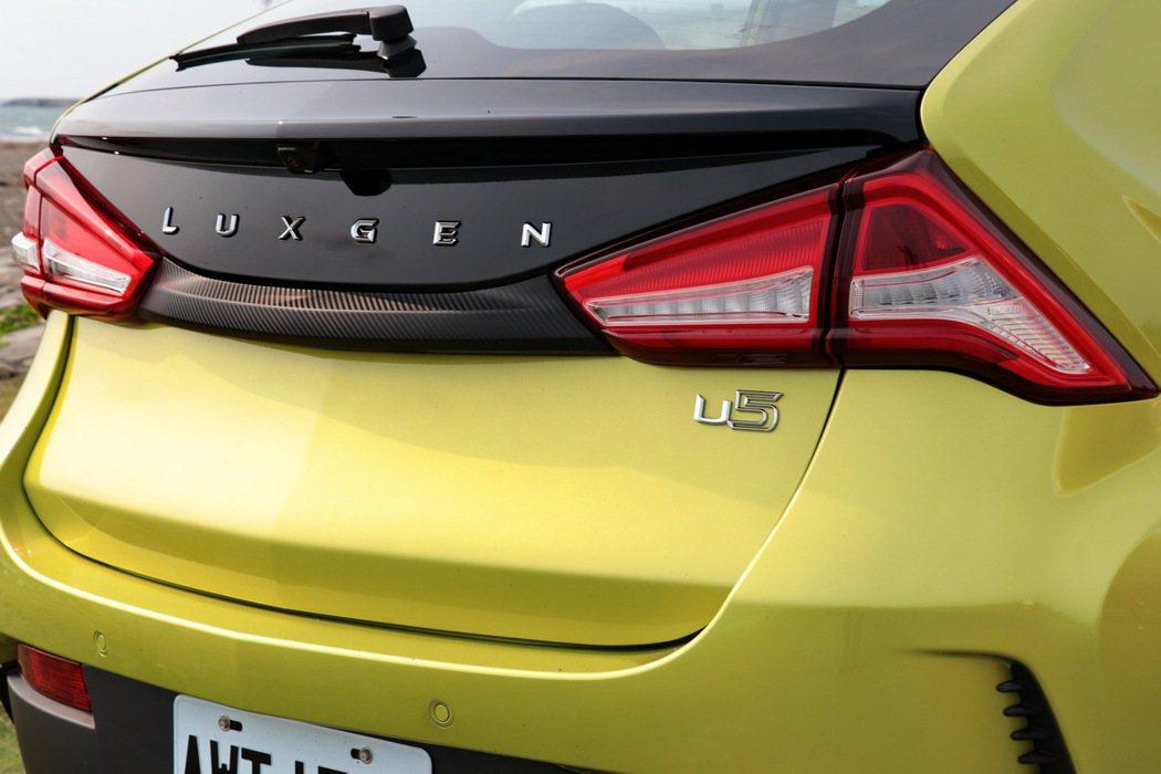 改過去車尾放置廠牌Logo的設計,改以Luxgen字樣來展現新意。 記者陳威任/...