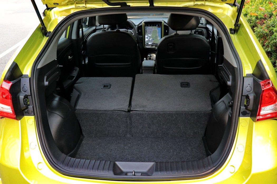 透過後座椅6/4分離可提供422公升的容積表現。 記者陳威任/攝影