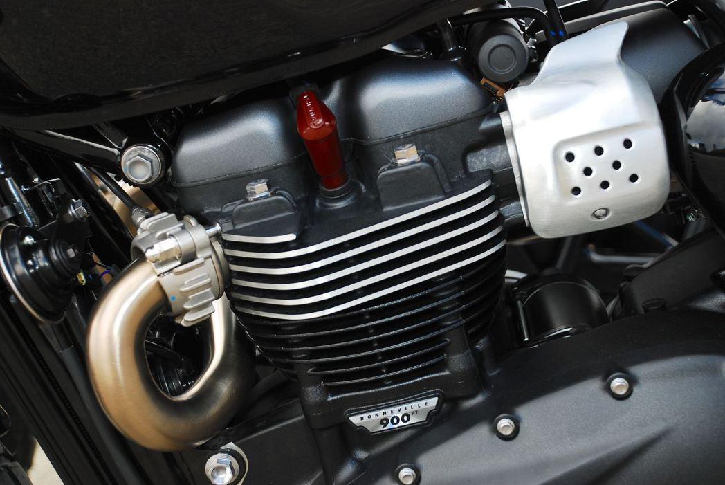 900c.c.並列雙缸水冷引擎。記者林昱丞/攝影