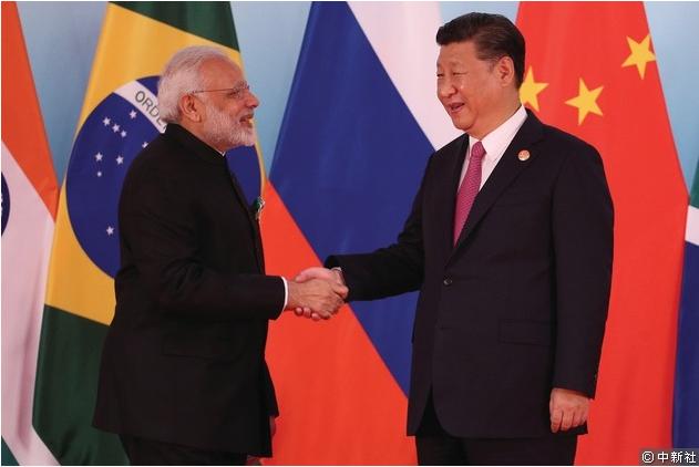中國國家主席習近平日前與印度總理莫迪握手。 中新社