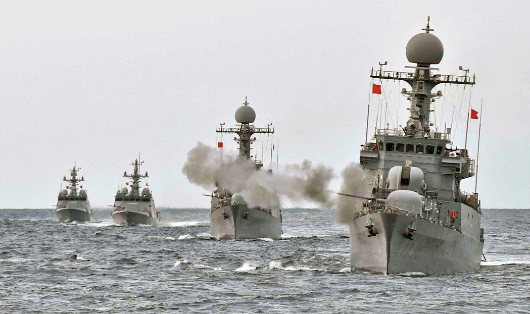 南韓海軍五日在日本海舉行大規模演習。 路透