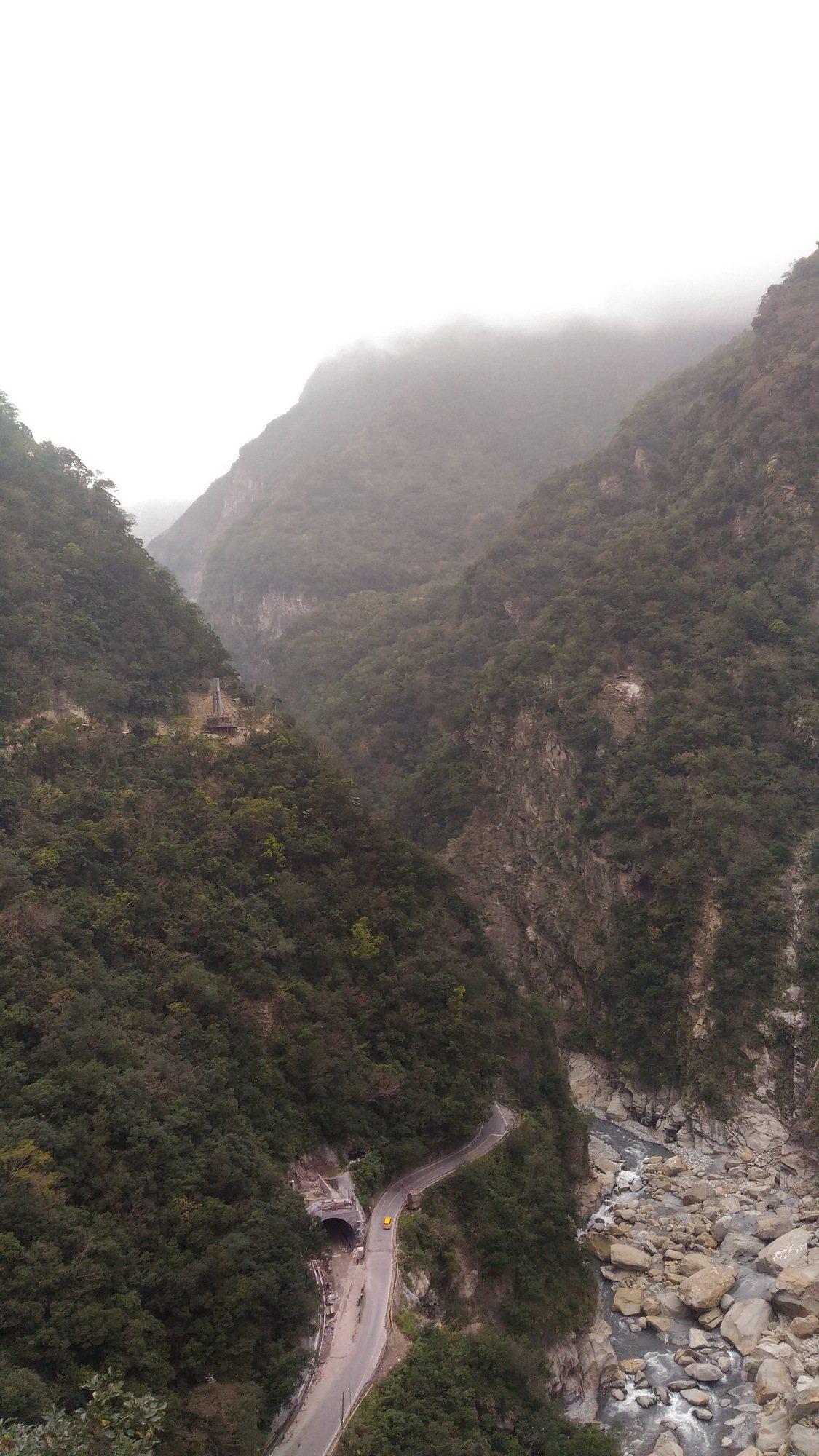 在觀景平台上,可以俯瞰立霧溪。 圖/太管處提供