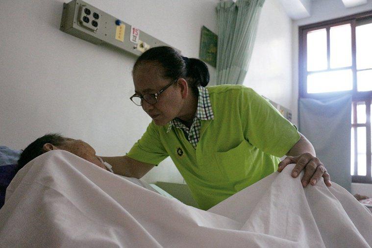 堅守偏鄉療養院護士林秀麗