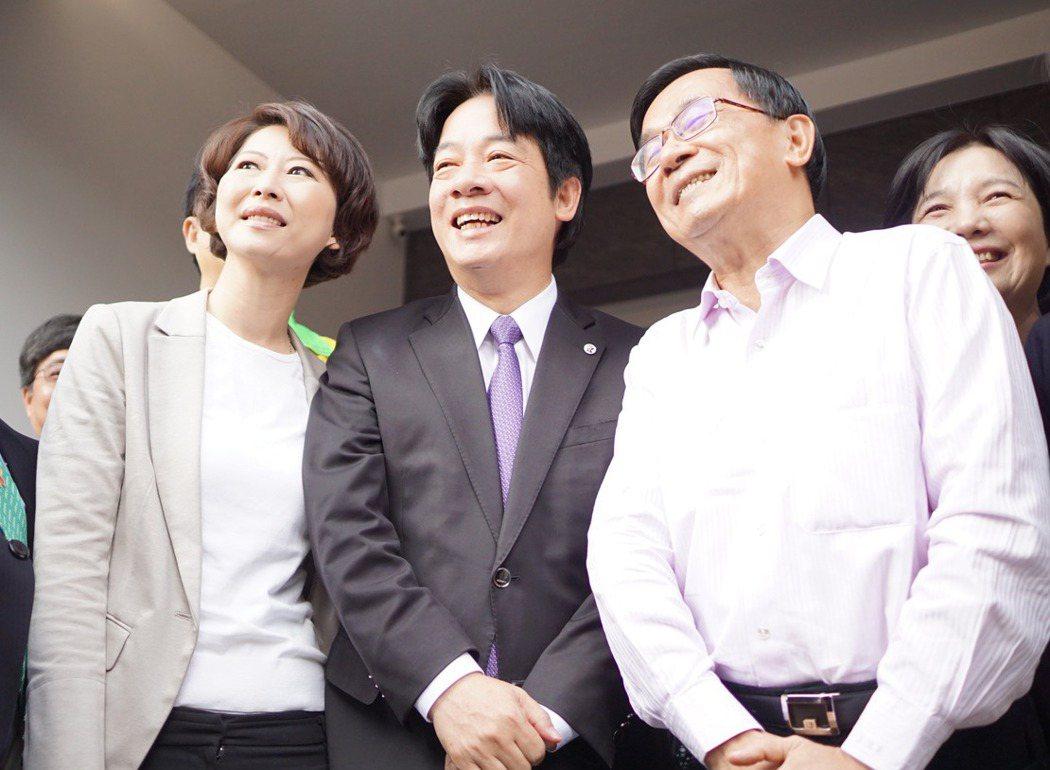 台南市長賴清德(中)與前總統陳水扁(右)互動緊密。 本報資料照片