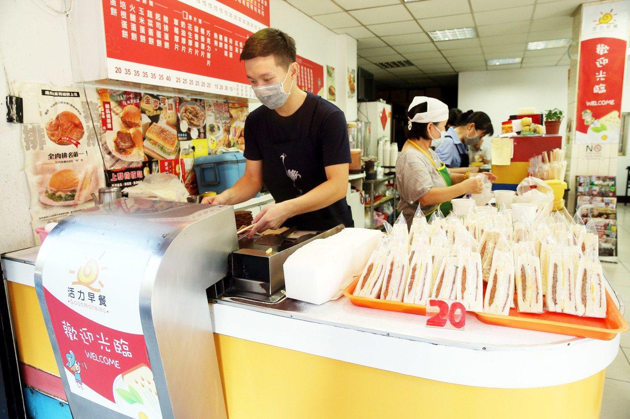 台灣人愛吃特色早餐,一般連鎖早餐店反而因為普及率較高,吸引力較低。記者邱德祥/攝...