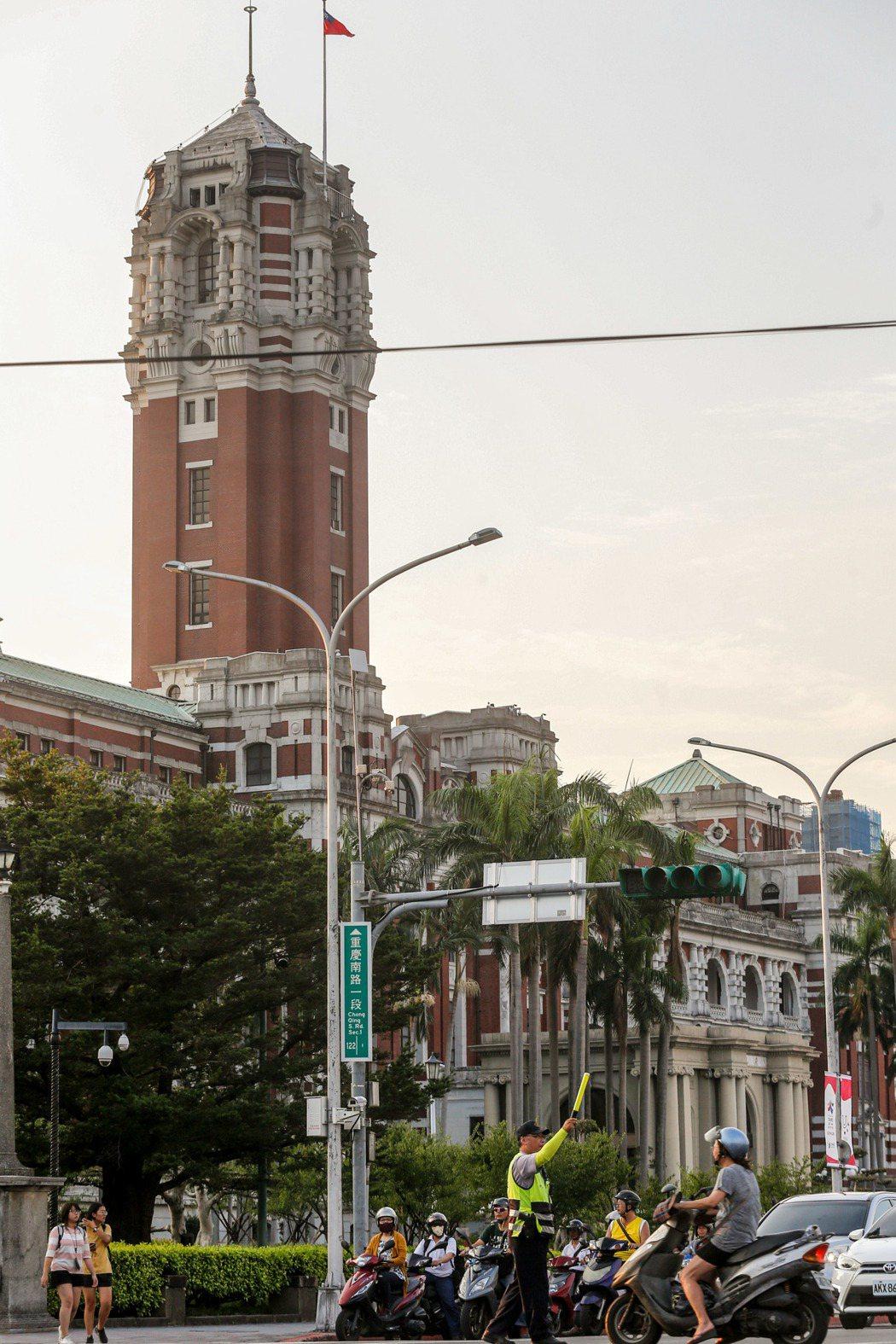 台南市長賴清德主張總統府(見圖)、中央部會「南遷」,可以帶動台灣的均衡發展。 本...