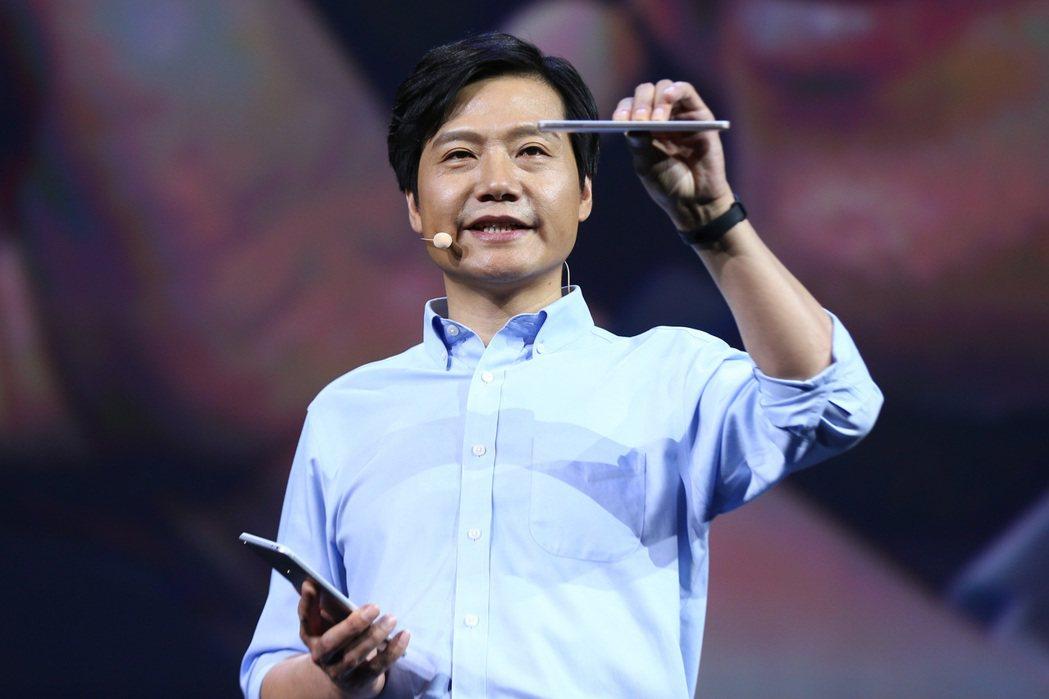 小米總裁雷軍(見圖)按讚轉發兩條微博,捧紅17歲少年李昕澤。 取自網路