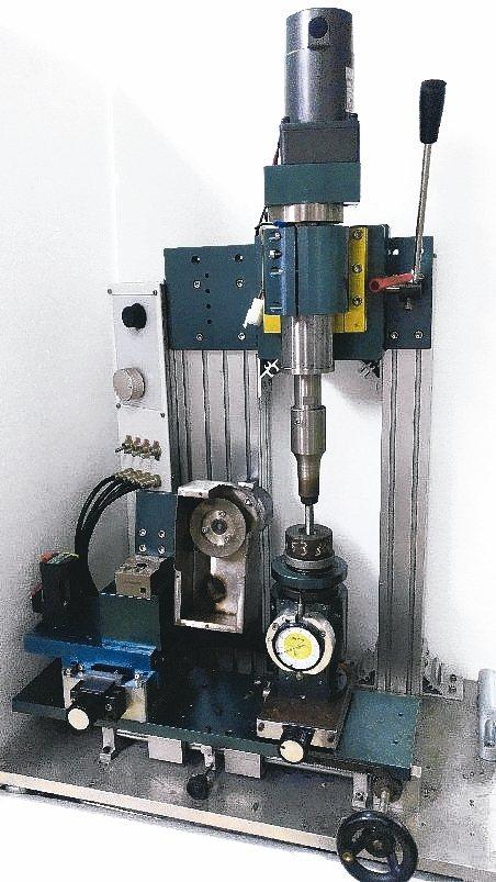 克硬公司新研發一款超音波加工機。 克硬/提供