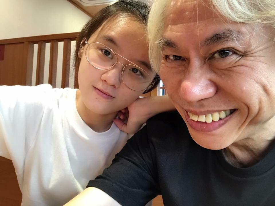 知名音樂創作人李坤城與女友林靖恩,4年前共譜轟動台灣社會的「爺孫戀」,2人相差4...