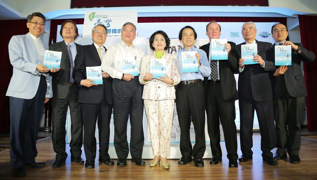 「臺灣,比你想像的大! 」紀念專書由產官學界精心整理、匯集了50個數位夢想實踐故...