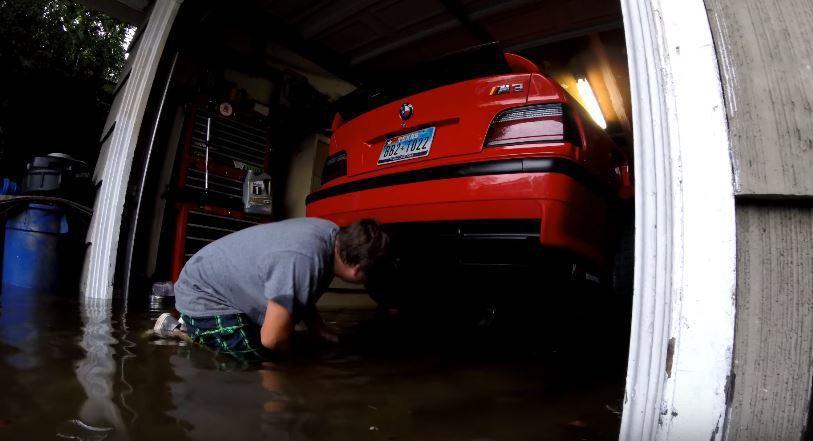 TEXAS E36 Garage 的 Youtube 使用者 Cody Crotchet 跟網友分享他拯救三台愛車的影片。 摘自 TEXAS E36 Garage