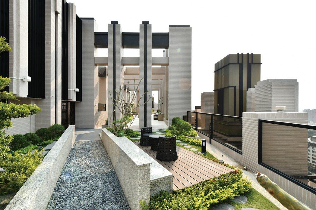 【博愛綻】頂樓空中花園實景。 圖片提供/城揚建設