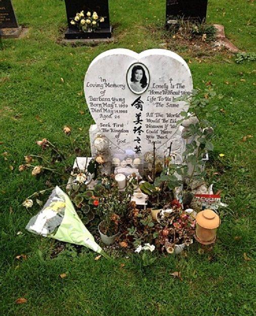 翁美玲的母親骨灰將與她合葬,心形墓碑即將被母女聯合的新墓碑取代。圖/摘自微博