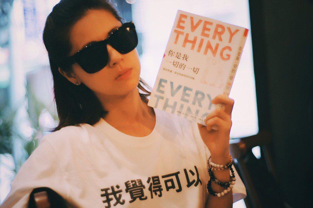 林予晞竟想穿「我覺得可以」T-shirt走金鐘紅毯。圖/林予晞提供